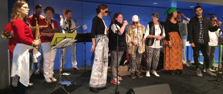 Flashmob Fanfare van het Vuur: Babylopia